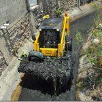LIMPIEZA EN EL CANAL DE VILLA TRANQUILA